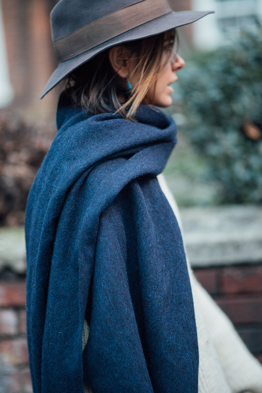 the petticoat london photo diary blue scarf and hat  (23)