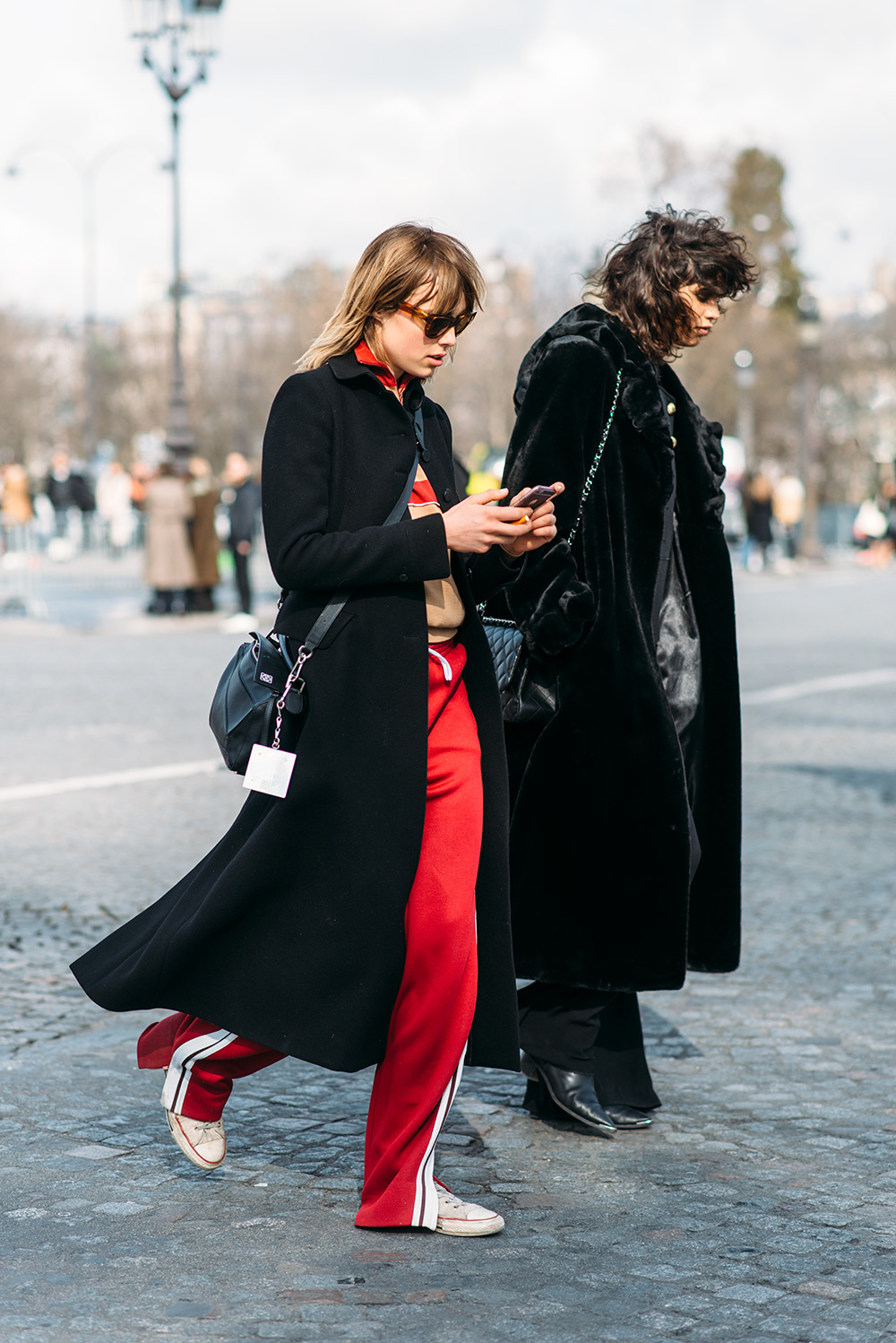 paris-fashion-week-streetstyle-by-the-petticoat-eddie-campbell-and-mica-arganaz-models-after-chanel-show-paris-pfw