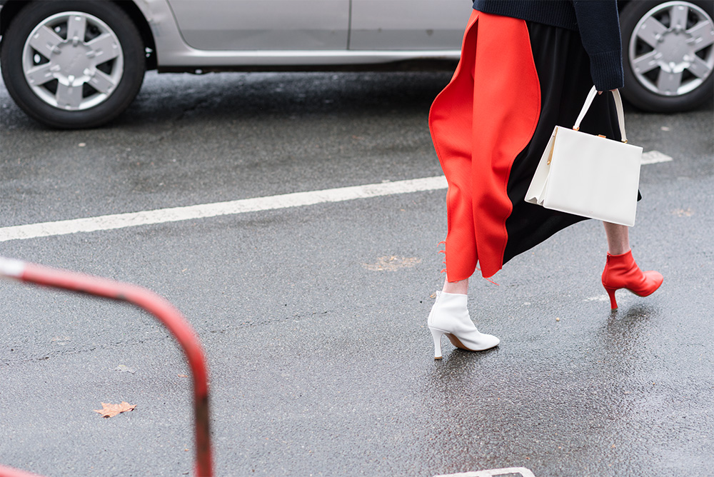 Streetstyle - Paris Fashion Week Fall17 for Glamour Spain by The Petticoat -Celine Shoes Red and White